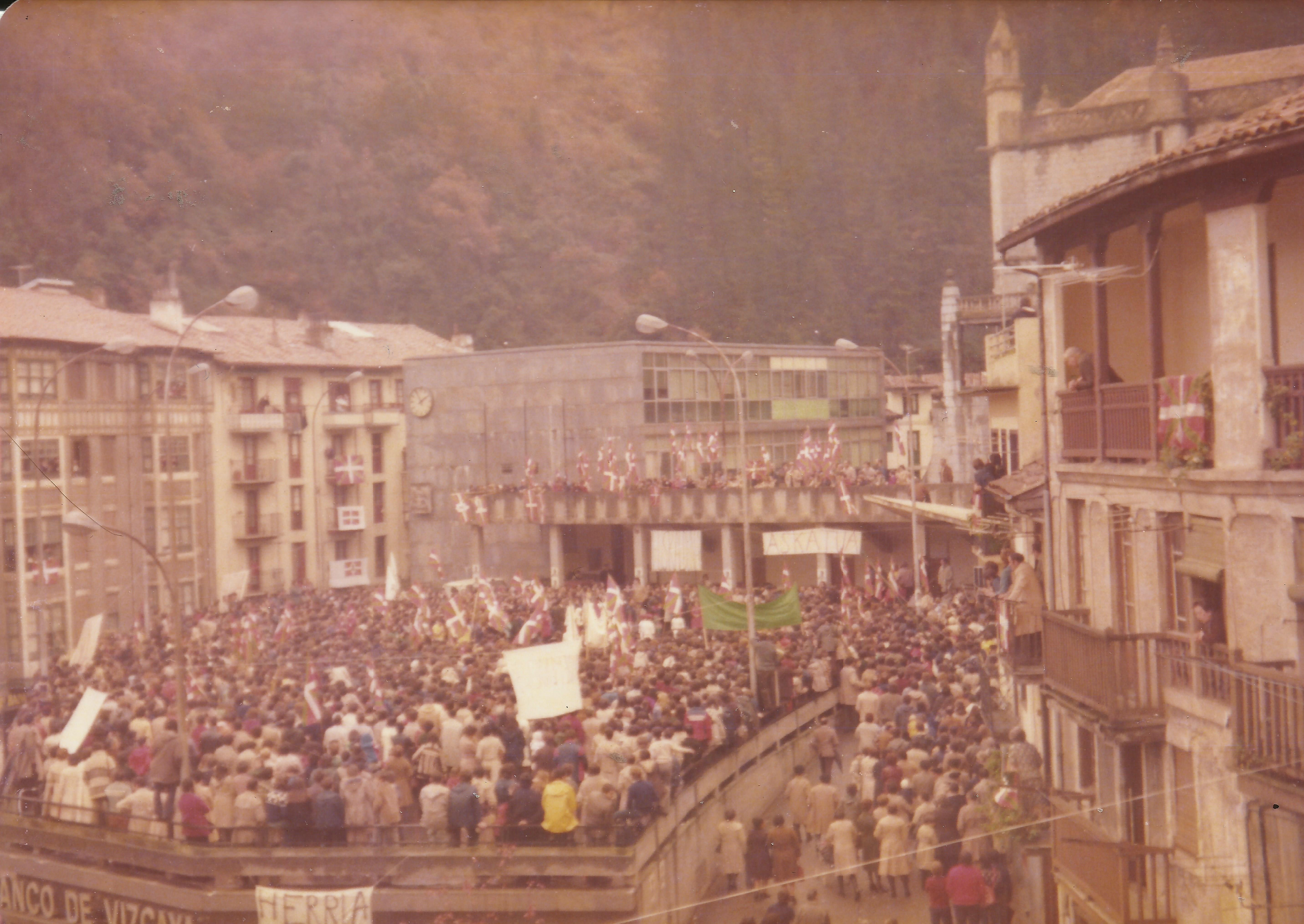 1977-12 FRANen ongi etorrixe